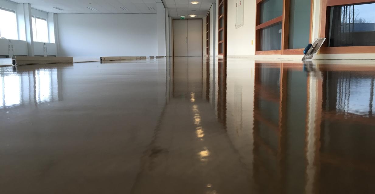 Betonlook vloer vloeregaliseren